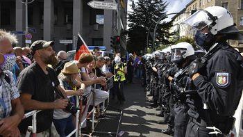 تجمع اعتراضی هزاران نفره مخالفان ماسک در برلین