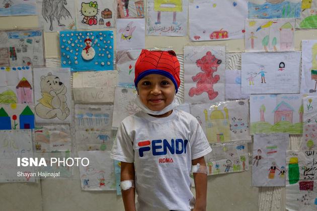 عرفان 4 ساله و مبتلا به سرطان است. عرفان به