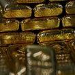 قیمت طلا امروز چهارشنبه 99/05/15 | جهش قیمت طلا در بازار داخلی و جهانی / هر اونس طلای جهانی به ۲,۰۴۰ دلار رسید