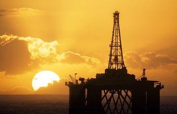 کاهش بهای نفت/ نفت آمریکا 45 دلار