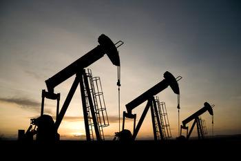 نفت در بازارهای جهانی گران شد / نابسامانی شرکت های نفت، قیمت را بالا برد