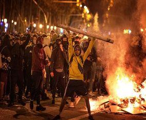 تصاویر سومین شب اعتراض جداییطلبان| آتشوخشم در کاتالونیا