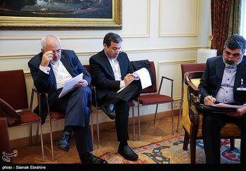 هیات ایرانی در حال کار روی بیانیه پایانی مذاکرات +تصاویر