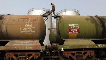 قیمت نفت افزایش یافت/علت این نوسان چیست؟