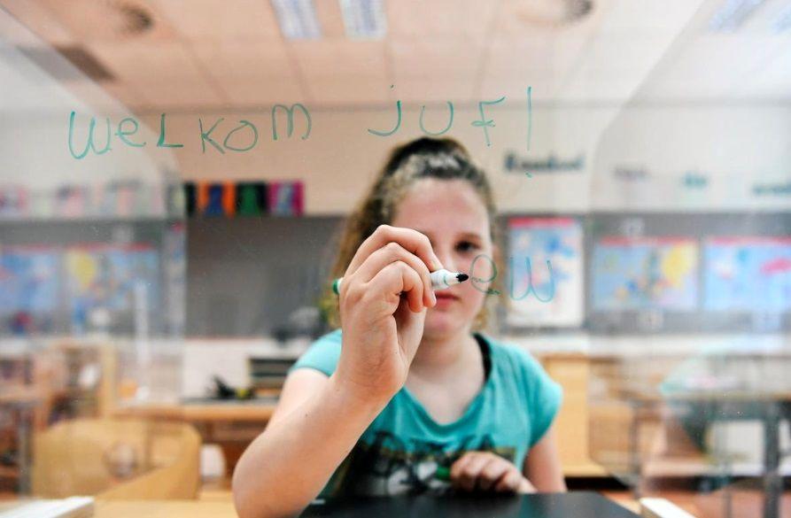 مدارس هلند با حفاظ پلاستیکی