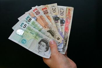 سکه امامی روی 2 میلیون و500 هزار تومان/ گذر پوند از مرز 9000 تومان/ حباب بزرگتر میشود؟