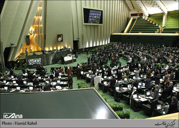 آغاز بررسی بودجه 94 در صحن مجلس / نایبرییس مجلس در مخالفت با کلیات بودجه نطق میکند