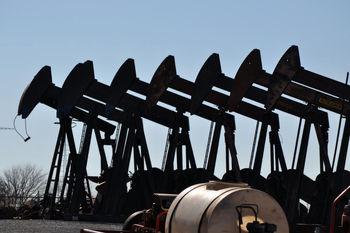 نفت با وجود عرضه مازاد اندکی رشد کرد/نفت برنت 44 دلار شد