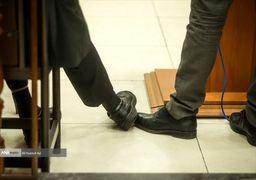 تصاویر | خط دادن نامحسوس مدیر به قائم مقام در دادگاه فساد گروه عظام
