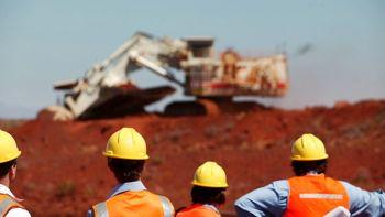 چشماندازهای متناقض برای سنگآهن