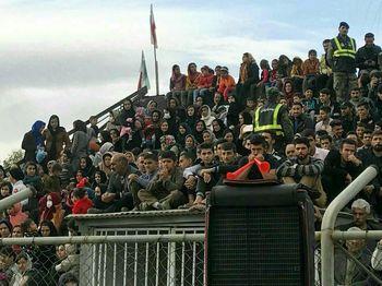 مشهدی ها هم خواهان ورود بانوان به استادیوم های فوتبال شدند!
