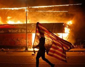 تصاویر چهارمین روز اعتراضات سراسری آمریکا (1)؛ زبانههای آتشوخشم به ایالتهای دیگر کشید