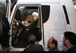 عکس جالبی از روحانی پشت فرمان ماشین سنگین + عکس