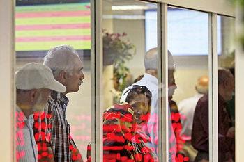 جهش شاخص سهام بورس تهران به قله ۲۸۴ هزار واحدی زیر ذرهبین؛ بازدهی وسوسهانگیز برای صاحبان سرمایه