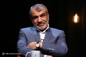 کدخدایی: دلیل عدم صلاحیت احمدینژاد بحث دوقطبی بودن نیست/ حضور بانوان در ورزشگاه اشکالی ندارد