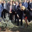 درختکاری امانوئل مکرون و همسرش در یادبود نسلکشی ارمنیها