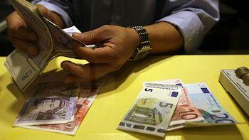 نوسان ۱۵۰۰ تومانی دلار؛ نرخ ارز رکورد زد و پایین ریخت
