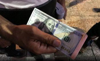 کاهش 2هزار و 350 تومانی  قیمت دلار در بازار ارز تهران