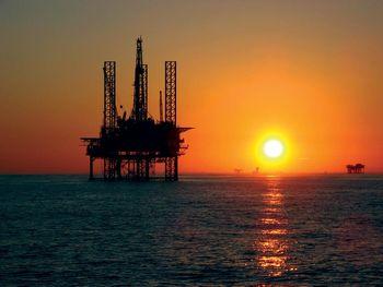 افزایش قیمت نفت در پی اعتراضات در ونزوئلا/ نفت برنت 50 دلار