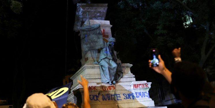ترامپ، واژگونی مجسمه رهبران کنفدراسیون را مایه ننگ آمریکا خواند