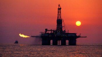 گزارش جدید وضعیت ذخایر نفتی آمریکا منتشر شد؛ قیمت نفت سقوط کرد