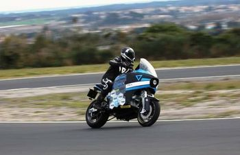 دور دنیا در ۸۰ روز با موتورسیکلت برقی