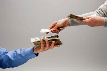 آیا زوجین باید جیبشان را یکی کنند؟