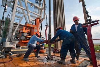 توافق پشت پرده عربستان و آمریکا برای کاهش قیمت نفت