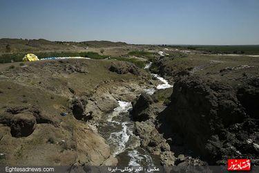 آب فاضلاب، شوینده گونیهای آرد!(گزارش تصویری)