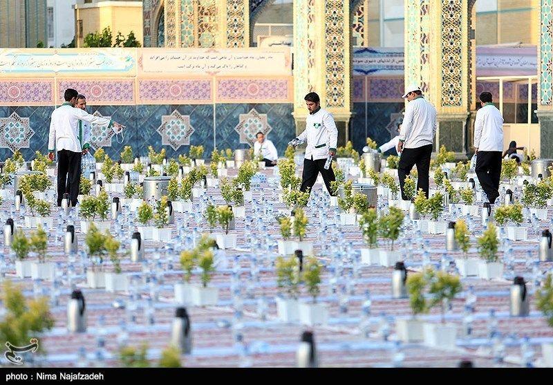 تصاویر افطاری در حرم امام رضا(ع)