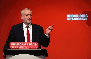 رهبر اصلی مخالفان دولت انگلیس، خواستار استعفای بوریس جانسون شد