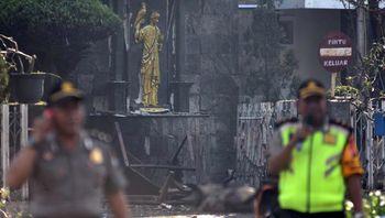 فوری: فیلم حمله انتحاری به 3 کلیسا در اندونزی/ 3 کشته و 15 زخمی
