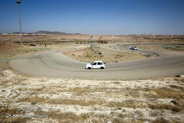مسابقات اتومبیلرانی اسلالوم با حضور زنان