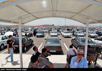 مشتریان در انتظار تخلیه حباب بازار خودرو