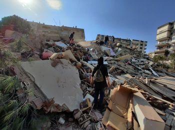 آخرین اخبار از خسارتهای زلزله بزرگ در ترکیه؛ ویرانی ۲۰ ساختمان در ازمیر