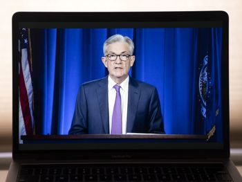 آغاز پایان دلار؟/واکنش طلا به سیاست تورمی آمریکا