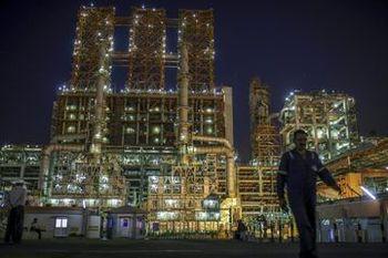 بهای جهانی نفت اندکی کاهش یافت