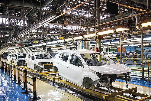 بهبود تولید ماهانه خودروسازان