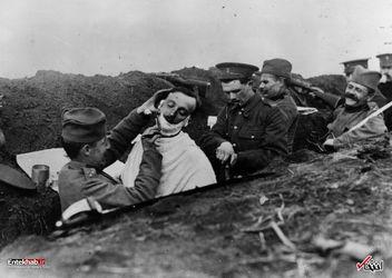 سال 1916 : اصلاح صورت سربازان در جنگ جهانی اول