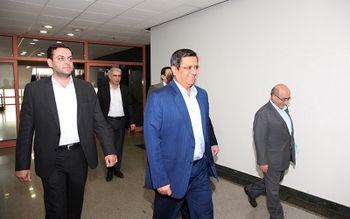 بازدید رئیس کل بانک مرکزی از اتاق عملیات «بازار باز»