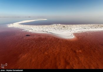 ماجرای موجود عجیب در دریاچه ارومیه