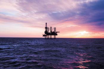 تقابل نفتی بین ایران و آمریکا