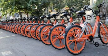 آلودگی هوا و شیب خیابانها مانع دوچرخه سواری  نیست