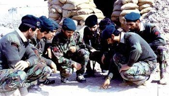 کدام فرمانده ارتش برای ممانعت از اسارت گرای خود را به توپخانه خودی داد + عکس