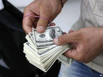 حفظ قیمت دلار با حربه «دلار فردایی»