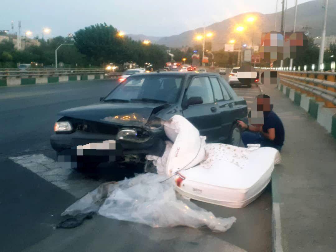 تصادف پراید با تشک در تهران! (+عکس)