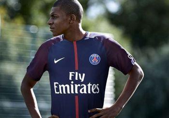تصویر یک فوتبالیست روی جلد مجله معتبر تایم +عکس