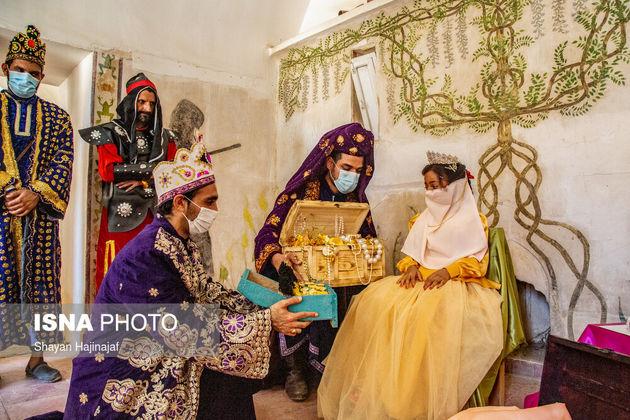 زینب ۷ ساله مبتلا به بیماری سرطان است. زینب آرزو داشت تا روزی ملکه شود و در قصر خود با گنج هایش زندگی کند. آرزوی زینب در قلعه تاریخی شوش و با برگزاری مراسم تاج گذاری برآورده شد.