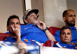 سیگار کشیدن مارادونا در ورزشگاه سوژه شد+عکس