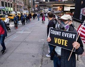 اقدام نیویورکیها برای نجات از دست دونالد ترامپ + عکس